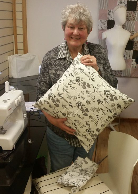 Patchwork buddy Sylvia with completed cushion